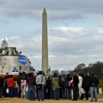 Spacecraft lands at the National Mall