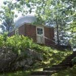 What Connecticut Astronomical Observatory housed a live bear?